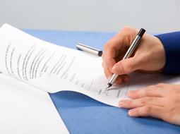 Kto podpisuje umowy za spółkę komandytową?