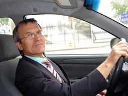 Ryczałt na dojazdy prywatnym samochodem do pracy zwiększy podstawę wymiaru składek ZUS