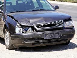 Uszkodzenie samochodu służbowego w wyniku kolizji