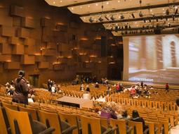 Opodatkowanie dofinansowania pracownikom biletów do teatru