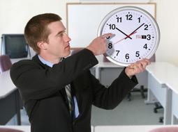 Rozpoczęcie obowiązującej w zakładzie pracy pory nocnej o niepełnej godzinie