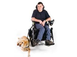 Korzystanie przez osobę niepełnosprawną z pomocy psa asystującego