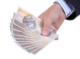 Czy pośrednik przy darowiźnie dla najbliższych wpływa na obowiązek podatkowy?