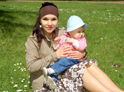 Ulga w składkach na FP i FGŚP po powrocie pracownicy z urlopu rodzicielskiego
