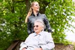 Zasiłki - Świadczenia rodzinne - Zasiłek pielęgnacyjny dla 75-latki - zasiłek pielęgnacyjny