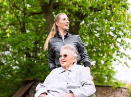 Zasiłek pielęgnacyjny dla 75-latki