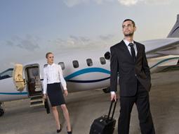 Czy przejazd na lotnisko stanowi podróż służbową?