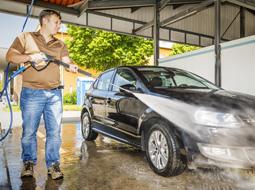 Odliczenie VAT od zakupu akcesoriów używanych do samochodów służbowych