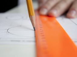 Czy biuro projektowe może korzystać ze zwolnienia z VAT?