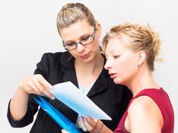 Czy możliwa jest umowa na zastępstwo z własnym pracownikiem?