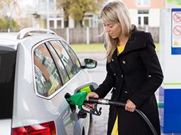 Jak zaksięgować faktury za paliwo i raty leasingowe?