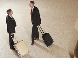 Ubezpieczenie w zagranicznej podróży służbowej a przychód pracownika